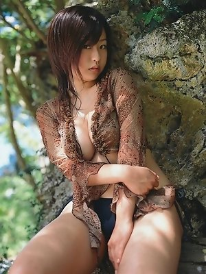 Delicious gravure idol babe with plump perky tits in a bikini