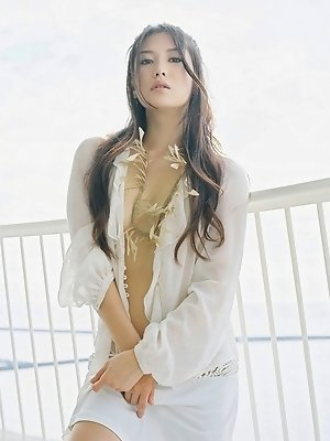 Enchanting asian beauty is incredibly stunning in her bikini