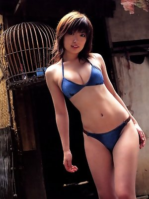 This gorgeous gravure idol is easy to fantasize about in lingerie